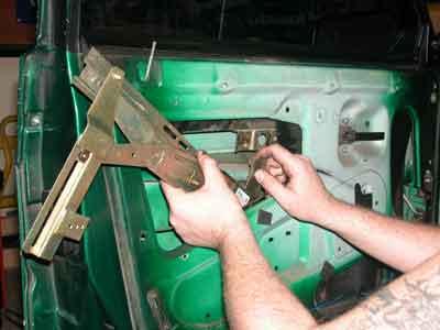 Как сделать электроподъемник стекла своими руками 9